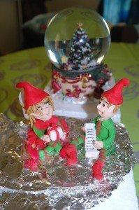 Petit couple de lutin (étape 2 de la décoration) dans Gâteau design arbre-de-noel-025-Copier-199x300